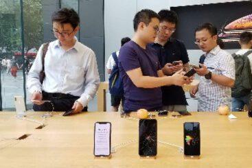 شرکتهای چینی استفاده از گوشی آیفون توسط کارکنانشان را تحریم کردند